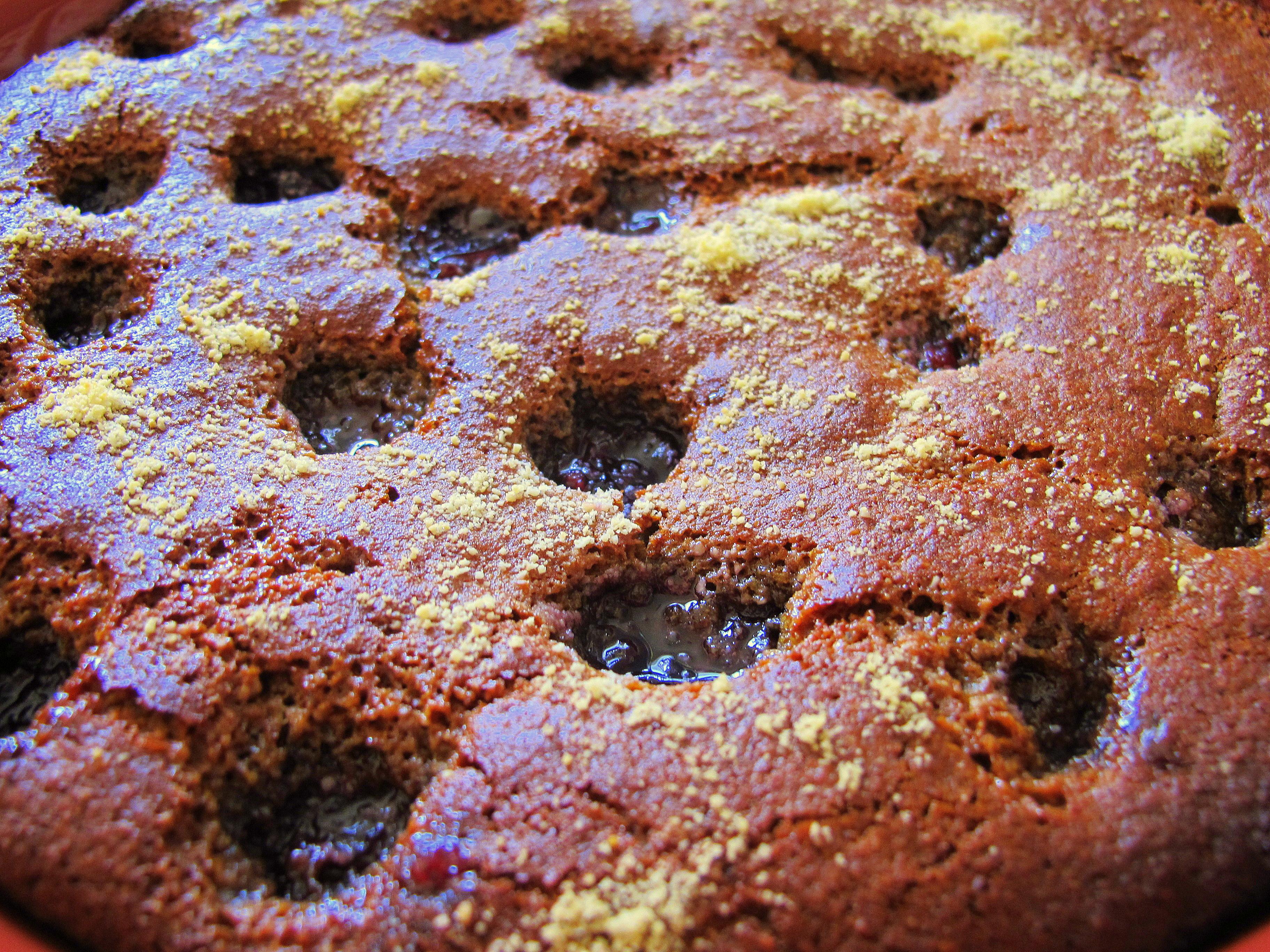 עוגת שקדים ודובדבנים טבעונית